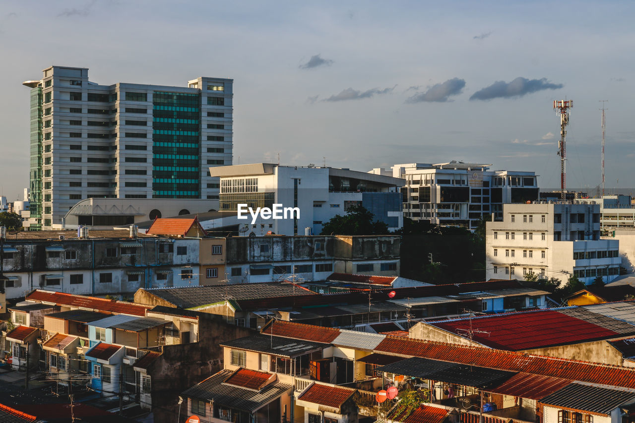 building exterior, architecture, built structure, city, building, residential district, sky, cloud - sky, no people, high angle view, nature, outdoors, cityscape, day, roof, house, community, sunlight, apartment, skyscraper, settlement