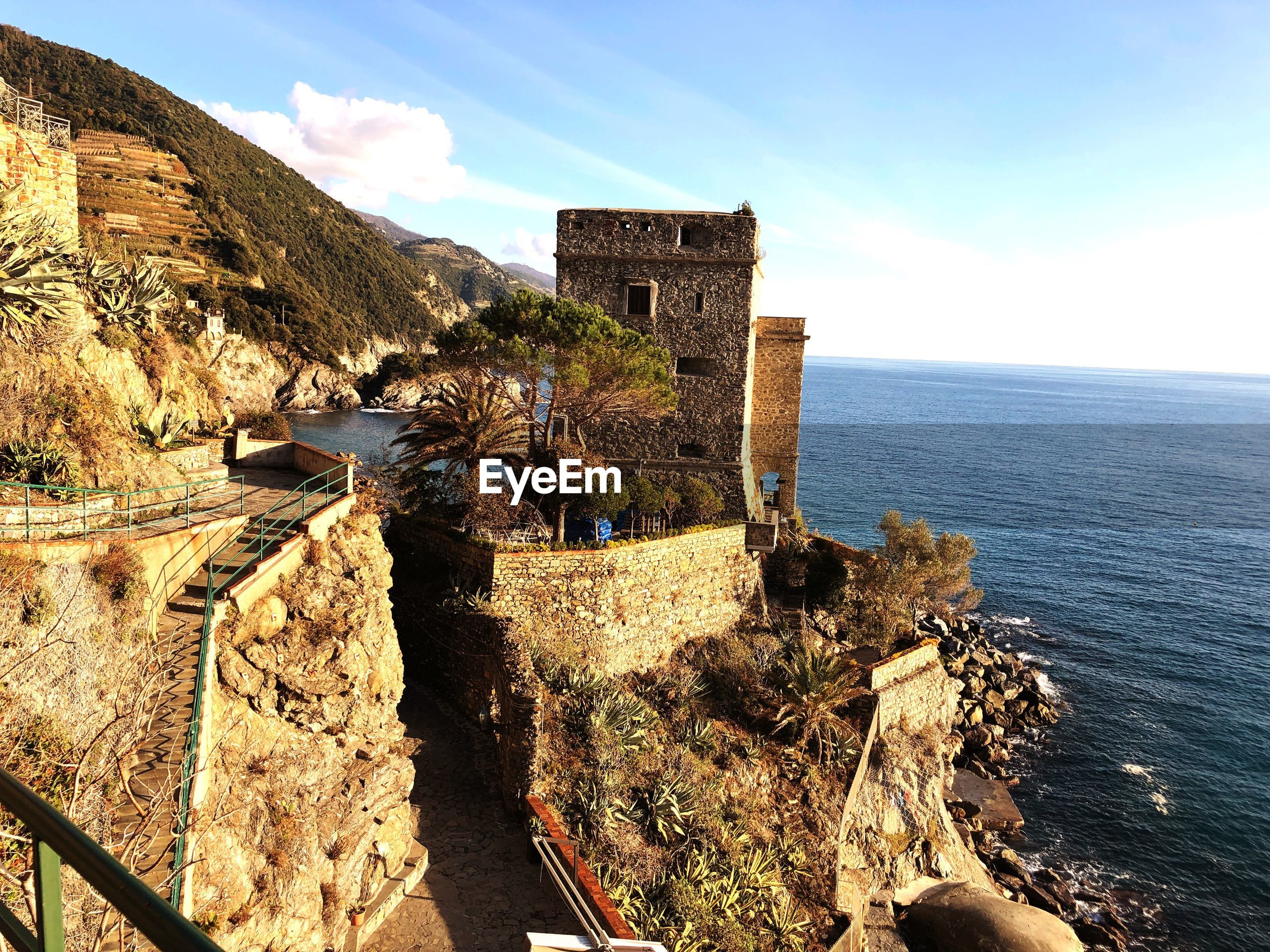 PANORAMIC VIEW OF FORT AGAINST SEA