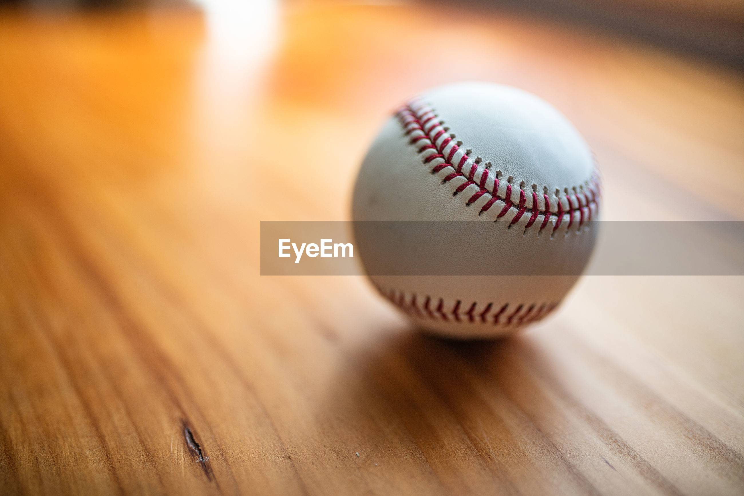 CLOSE-UP OF BALL ON WOODEN TABLE