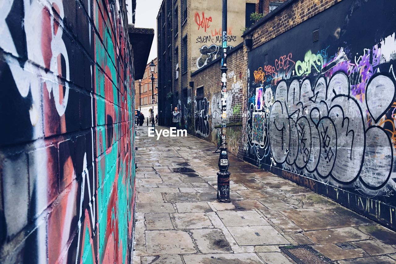 graffiti, street art, architecture, built structure, building exterior, multi colored, day, no people, outdoors