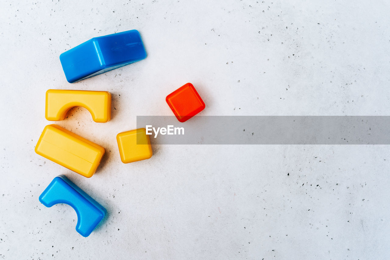 HIGH ANGLE VIEW OF TOY ON TABLE