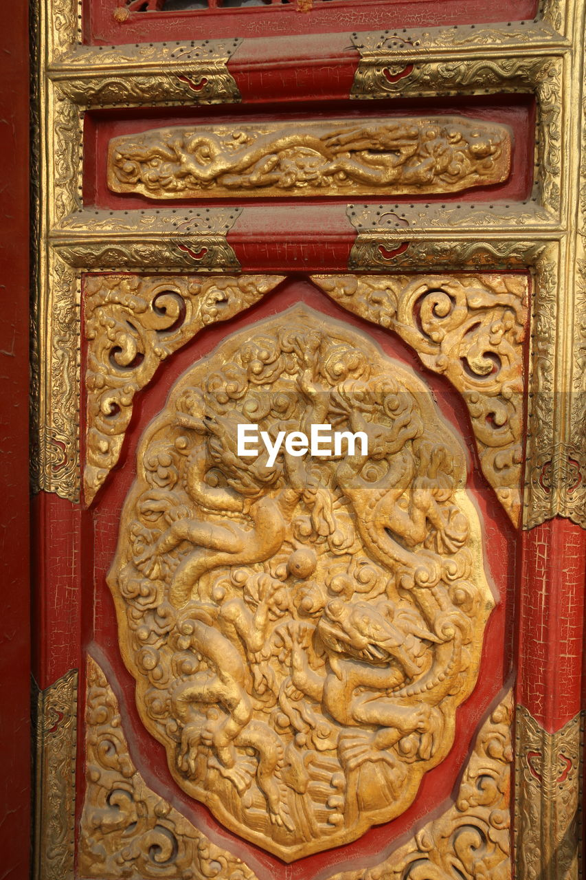bas relief, carving - craft product, door, ornate, close-up, no people, pattern, gold colored, history, architecture, built structure, day, building exterior
