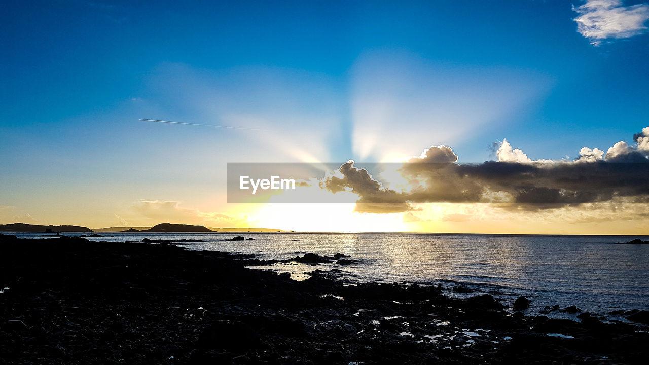 sky, sea, beauty in nature, sunset, nature, scenics, water, cloud - sky, sun, sunbeam, tranquility, tranquil scene, silhouette, idyllic, horizon over water, sunlight, outdoors, beach, no people, day