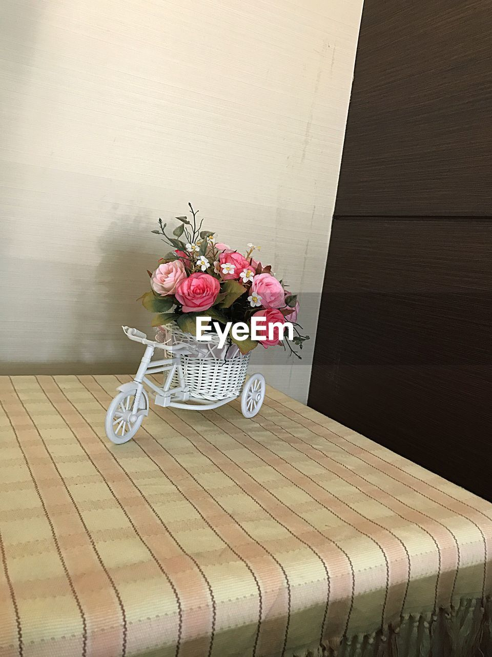 flower, table, no people, wood - material, indoors, vase, bouquet, day, centerpiece, fragility, close-up, nature, flower head, freshness
