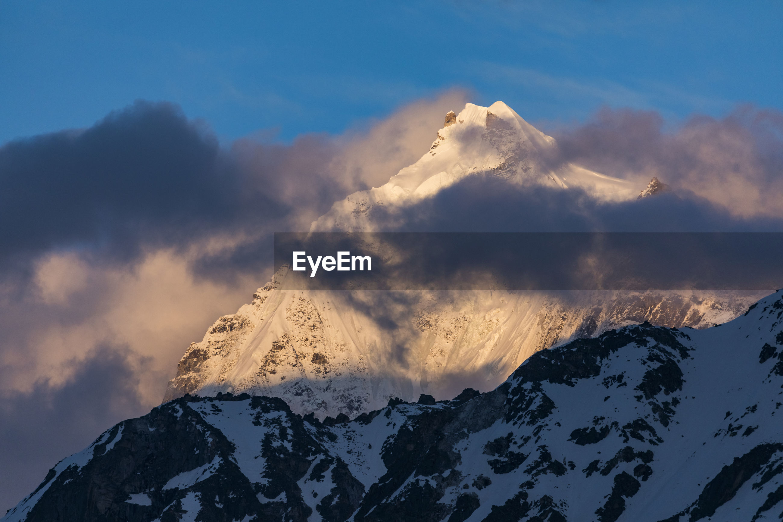 SCENIC VIEW OF SNOWCAPPED MOUNTAIN AGAINST SKY DURING WINTER