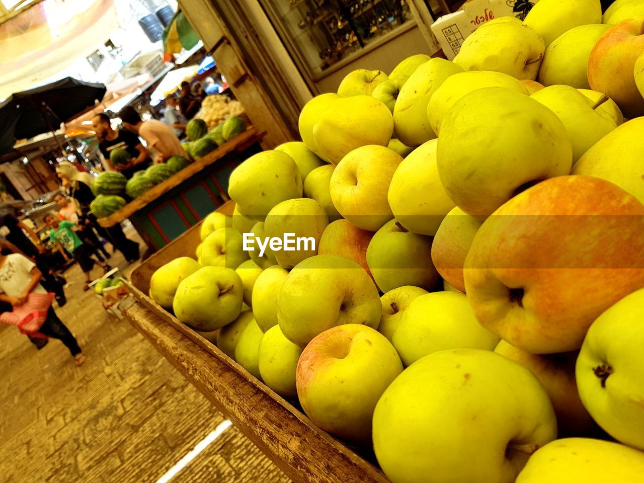 fruit, food and drink, food, healthy eating, wellbeing, retail, for sale, freshness, choice, large group of objects, market, market stall, abundance, apple - fruit, apple, variation, business, sale, arrangement, incidental people, consumerism, retail display, ripe