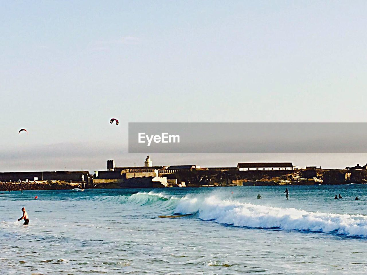 sea, water, motion, wave, extreme sports, leisure activity, real people, beach, nature, surfing, adventure, lifestyles, sport, enjoyment, outdoors, fun, sky, vacations, men, day, clear sky, horizon over water, beauty in nature, scenics, one person, people