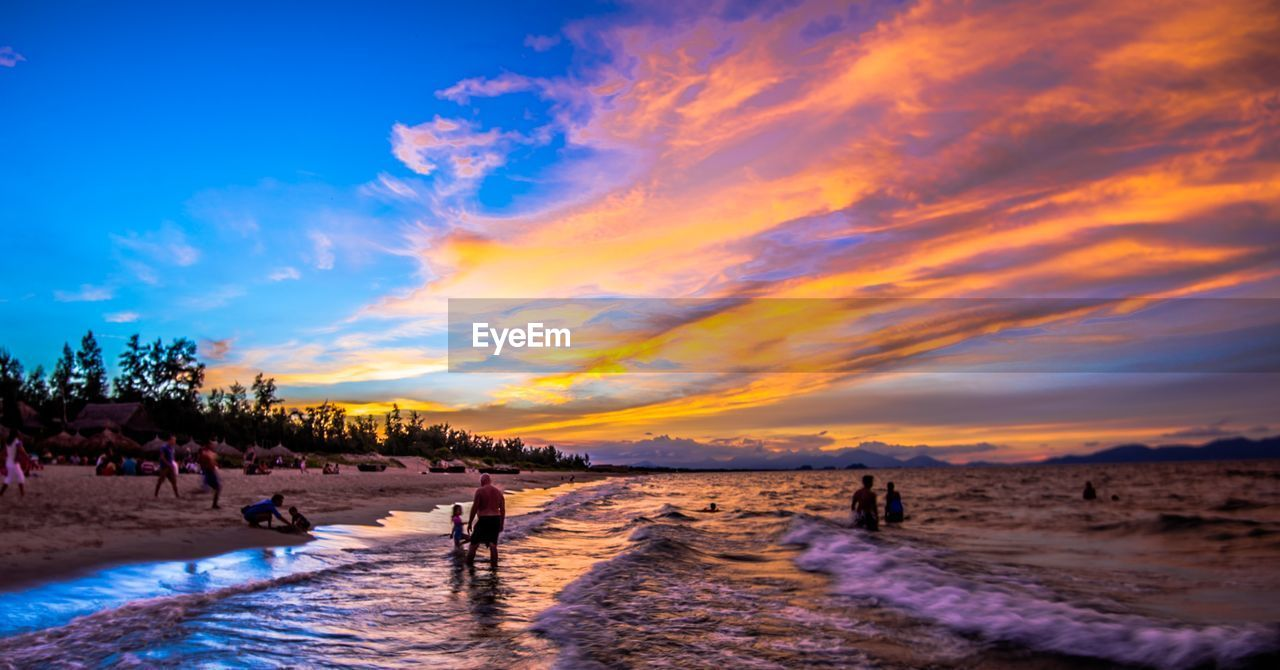 PANORAMIC VIEW OF BEACH AGAINST SKY DURING WINTER