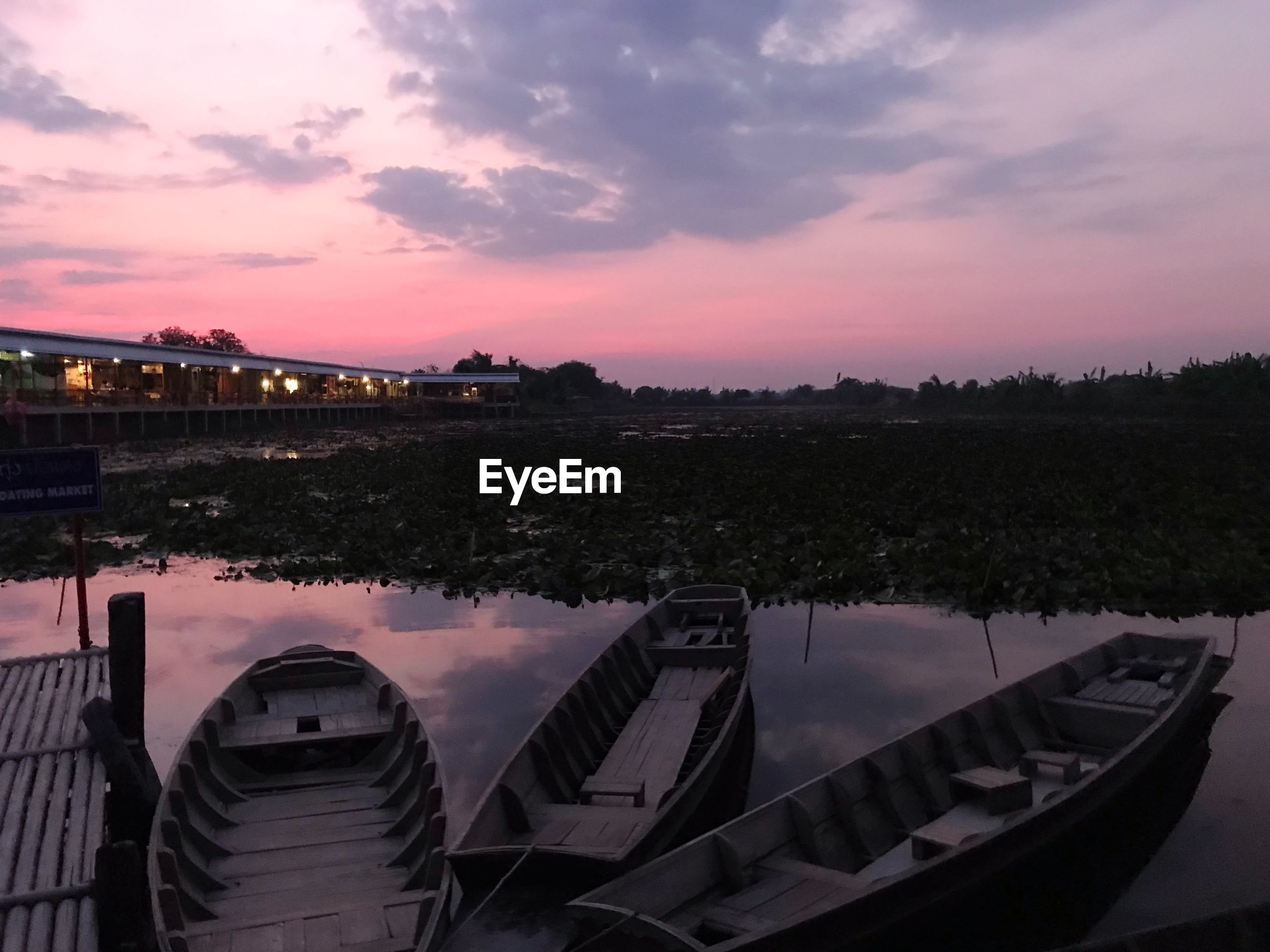 PANORAMIC VIEW OF LAKE AGAINST SKY AT SUNSET