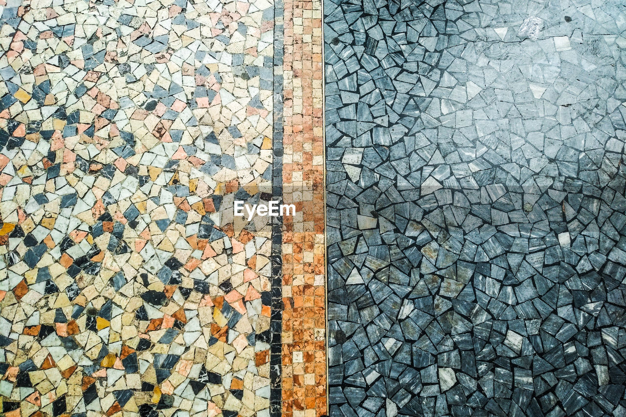 pattern, full frame, backgrounds, high angle view, no people, textured, footpath, cobblestone, day, solid, street, stone, stone material, flooring, directly above, gray, outdoors, mosaic, nature, road, paving stone, tiled floor, gravel, pebble