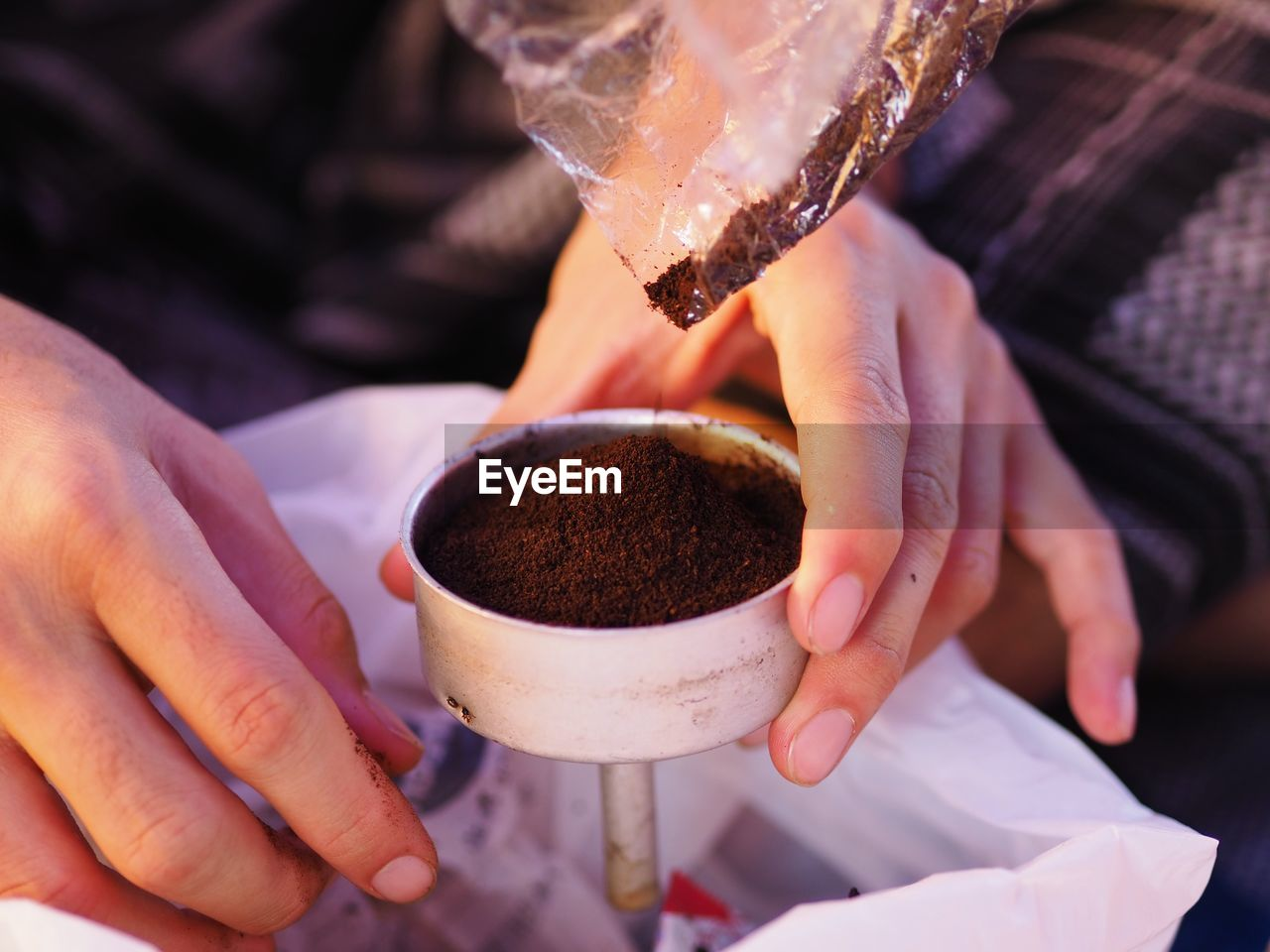human hand, hand, food and drink, holding, real people, one person, human body part, freshness, lifestyles, focus on foreground, cup, midsection, drink, coffee, refreshment, indoors, coffee cup, mug, coffee - drink, finger, human limb