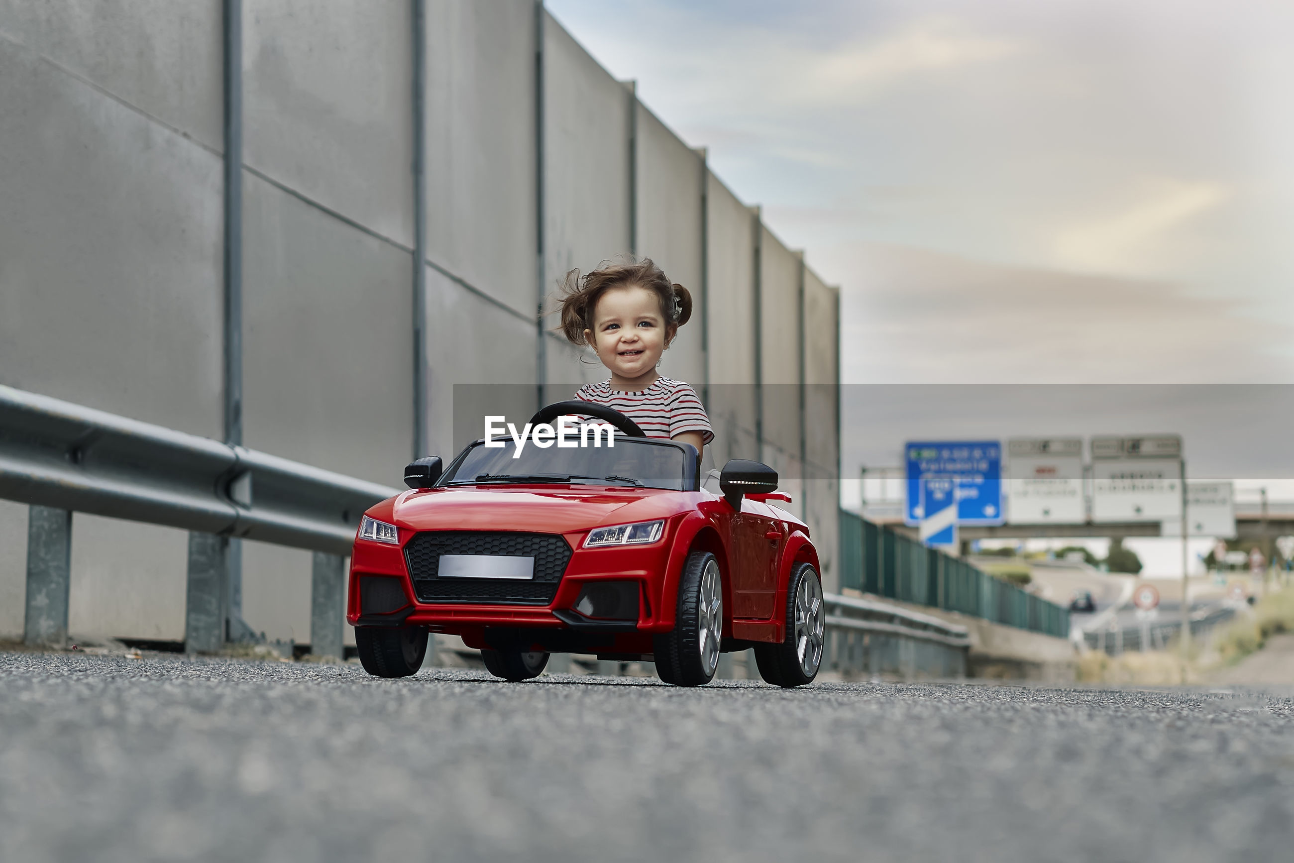 PORTRAIT OF BOY WEARING SUNGLASSES AT CAR