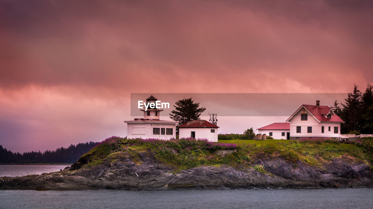 sky, building exterior, water, built structure, architecture, cloud - sky, building, sunset, waterfront, beauty in nature, nature, sea, tree, no people, plant, house, scenics - nature, residential district, outdoors