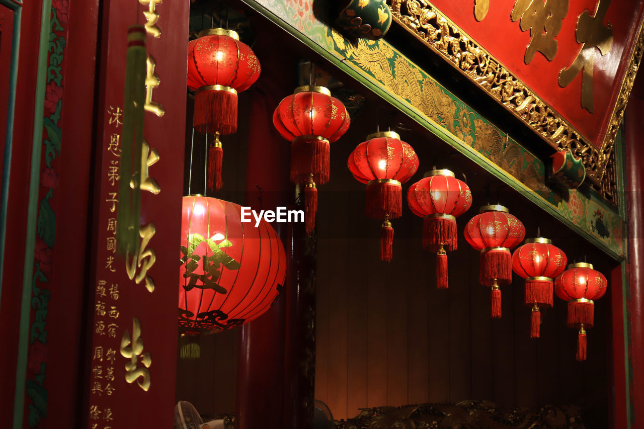 lighting equipment, lantern, red, hanging, no people, chinese lantern, decoration, in a row, architecture, large group of objects, place of worship, built structure, non-western script, script, text, repetition, building, chinese new year, ornate, chinese lantern festival, paper lantern