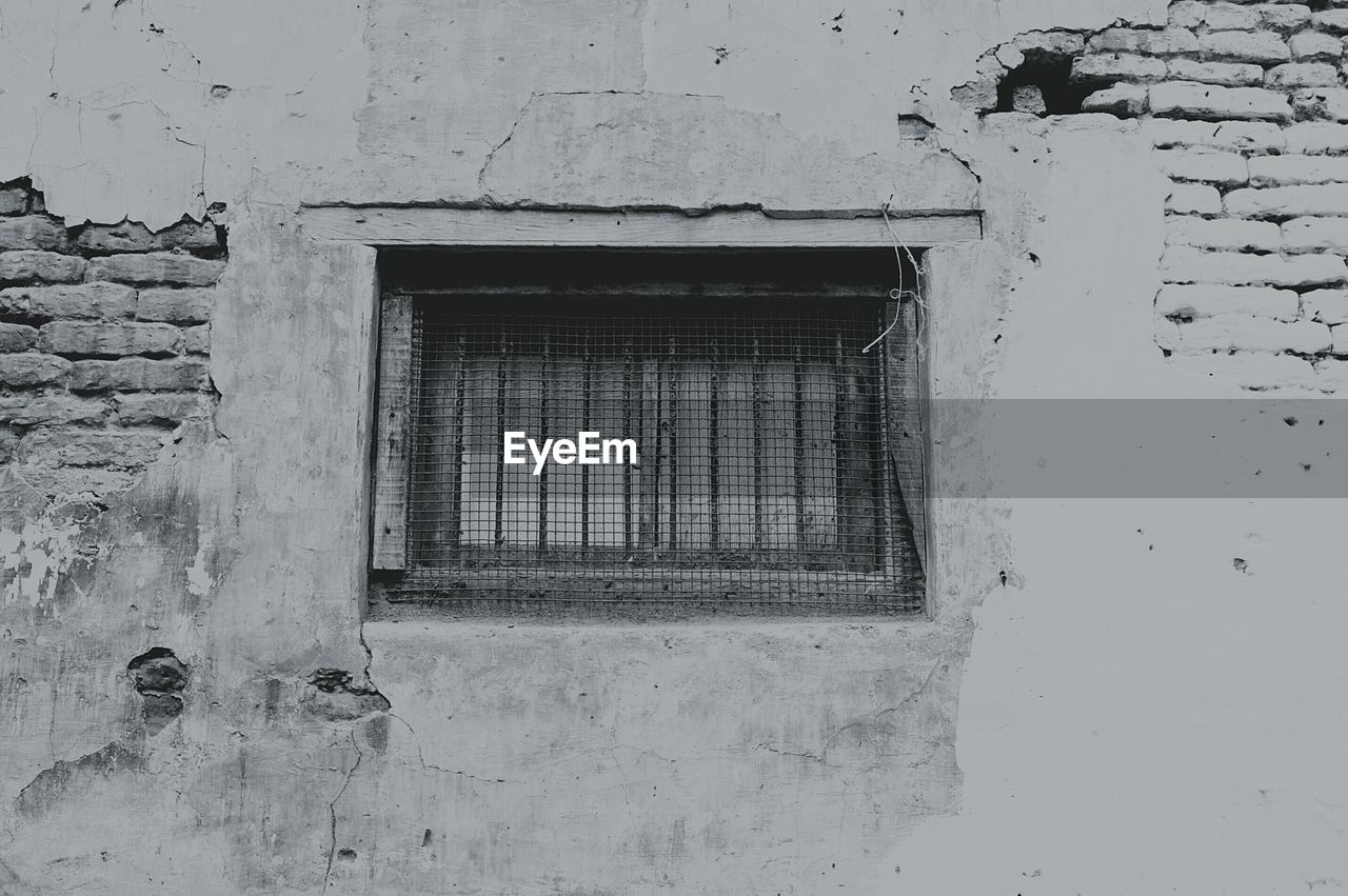 window, architecture, built structure, weathered, building exterior, no people, day, outdoors, close-up