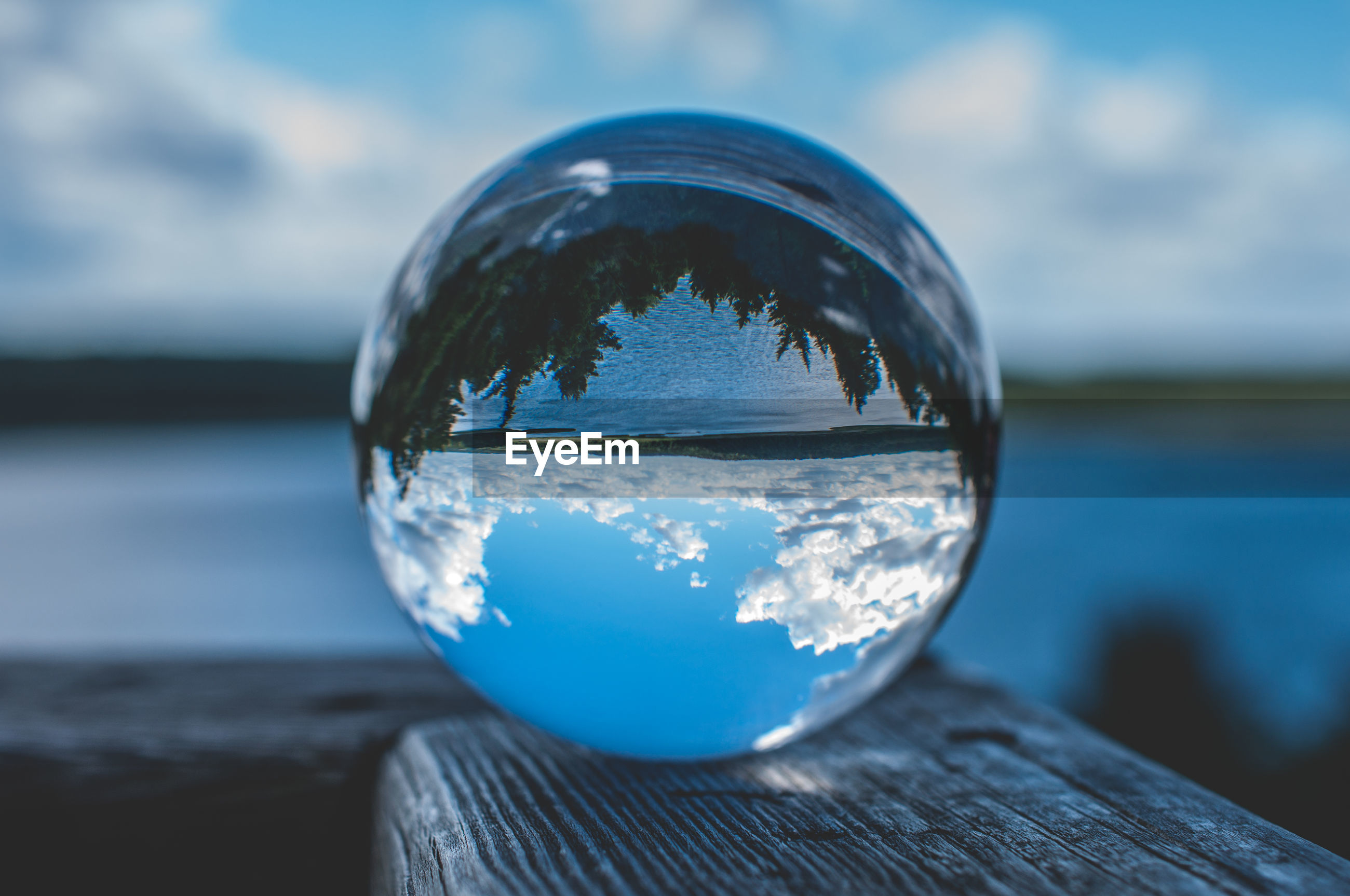 UPSIDE DOWN IMAGE OF WATER BALL ON GLASS