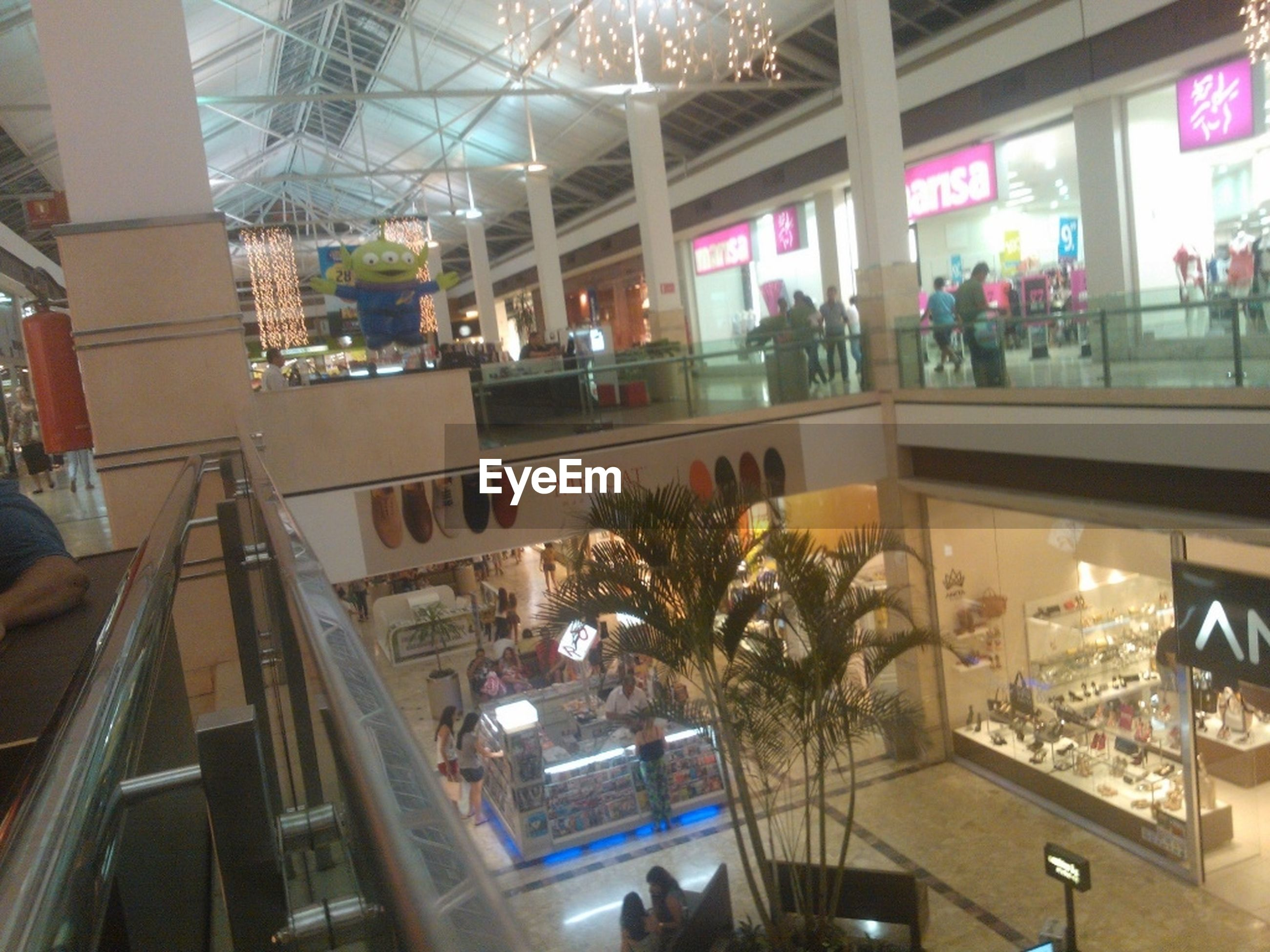 indoors, person, men, architecture, large group of people, lifestyles, built structure, leisure activity, glass - material, city, city life, window, incidental people, restaurant, shopping mall, building exterior, transparent, table, medium group of people