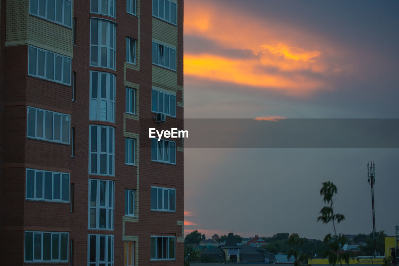 architecture, building exterior, built structure, sky, building, sunset, cloud - sky, city, orange color, no people, window, nature, outdoors, beauty in nature, residential district, palm tree, tropical climate, low angle view, in a row, modern, office building exterior, apartment