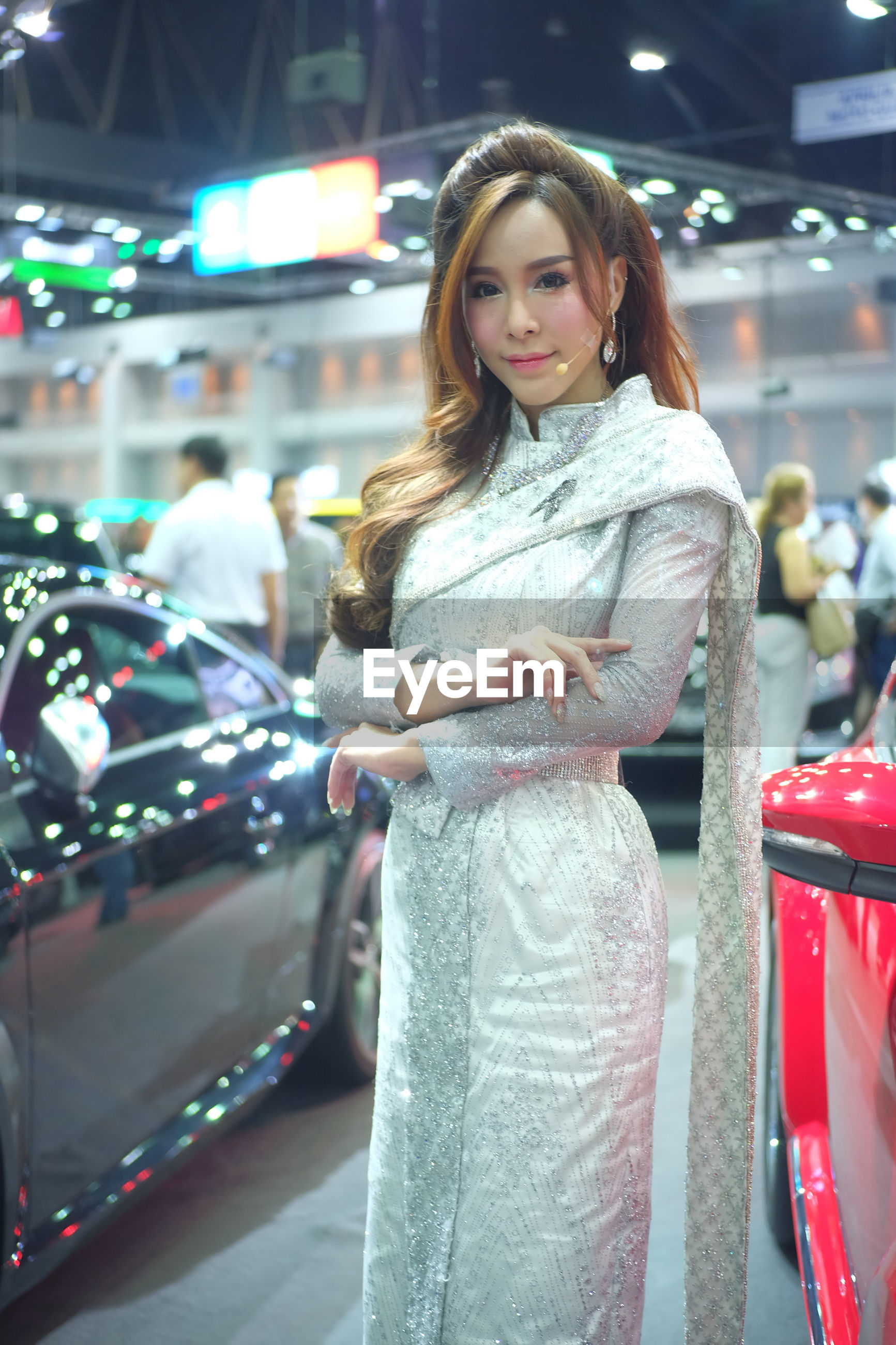 YOUNG WOMAN IN SHOPPING MALL IN CITY