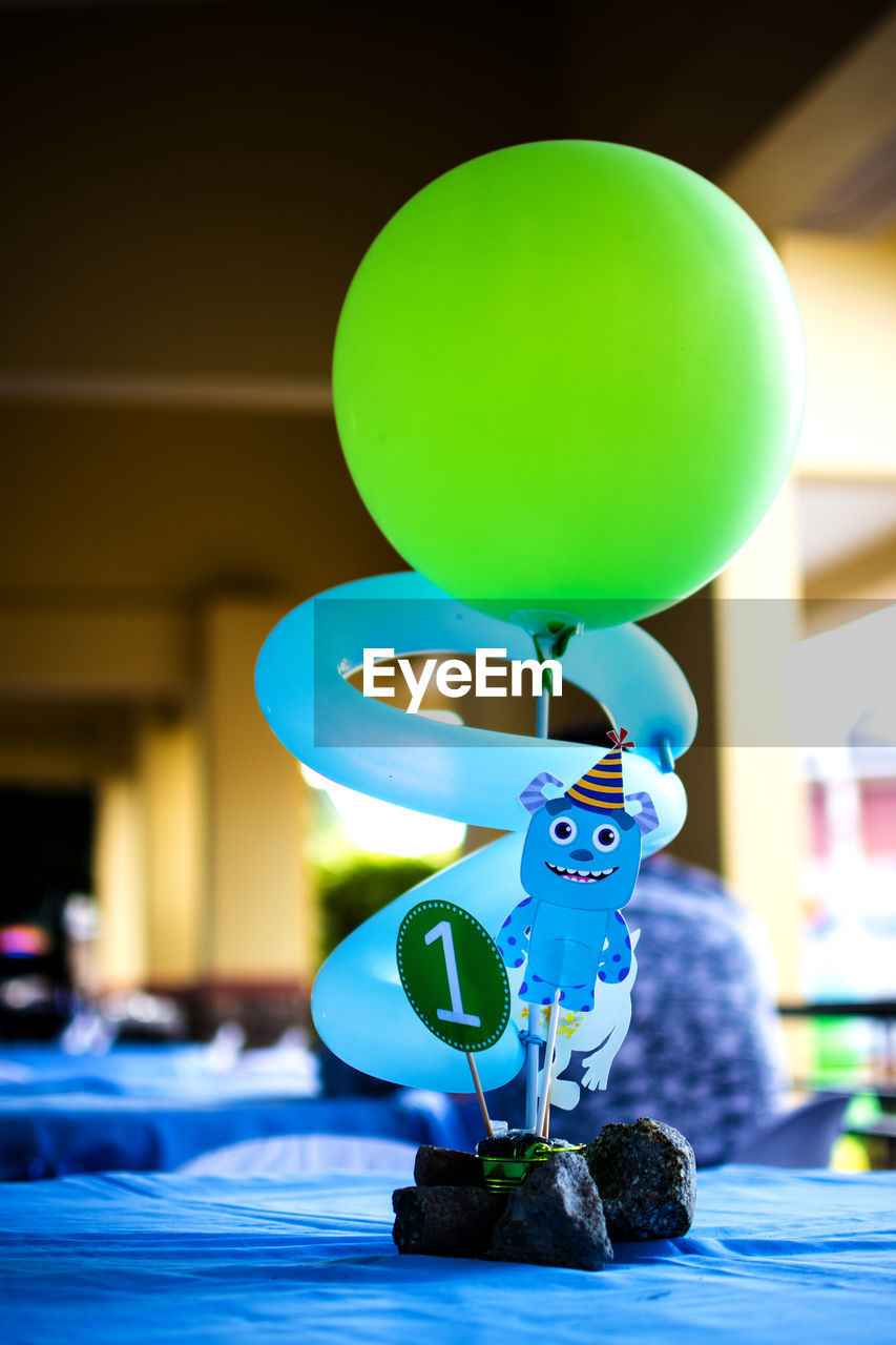 green color, balloon, focus on foreground, no people, indoors, close-up, day