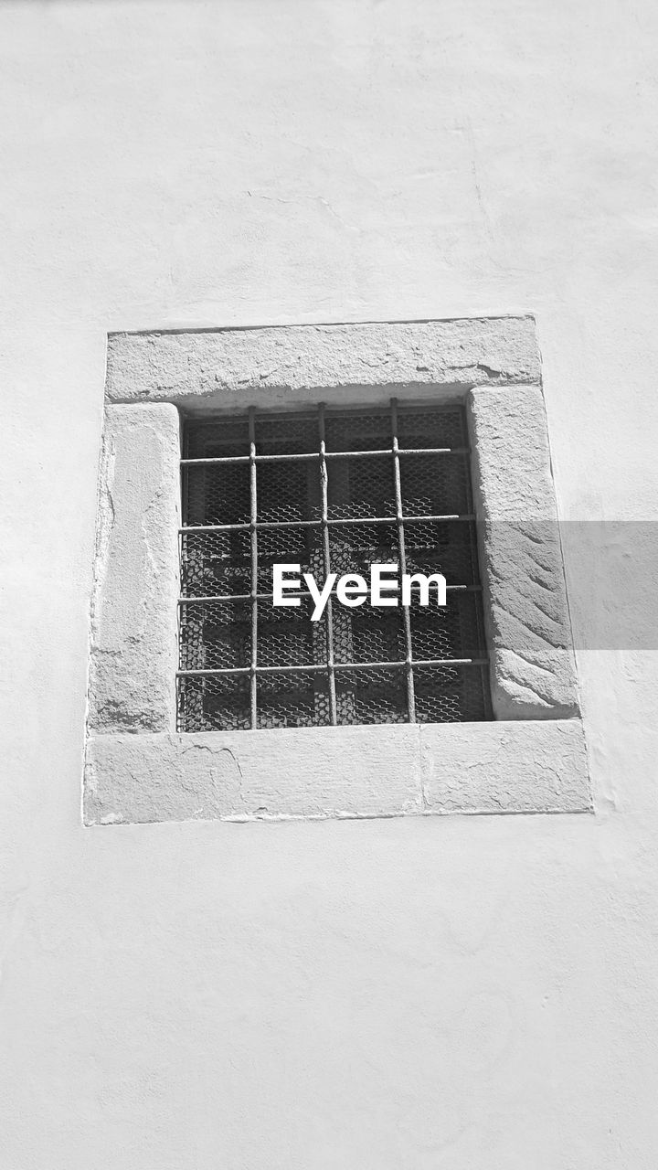 window, architecture, built structure, building exterior, day, no people, outdoors, metal grate, close-up, security bar