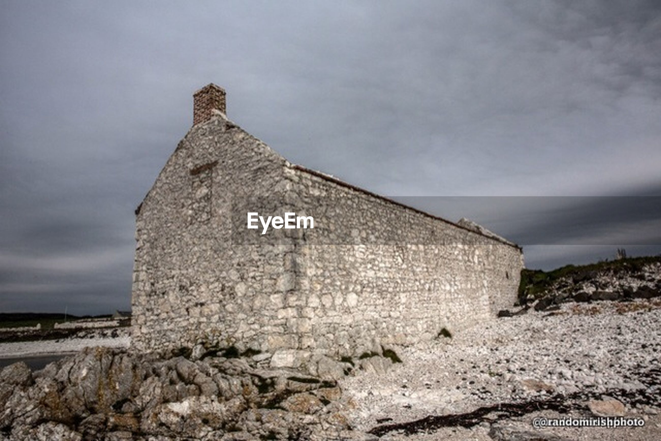 architecture, built structure, sky, building exterior, abandoned, old, cloud - sky, damaged, old ruin, history, obsolete, stone wall, run-down, deterioration, low angle view, weathered, ruined, cloudy, the past, ancient