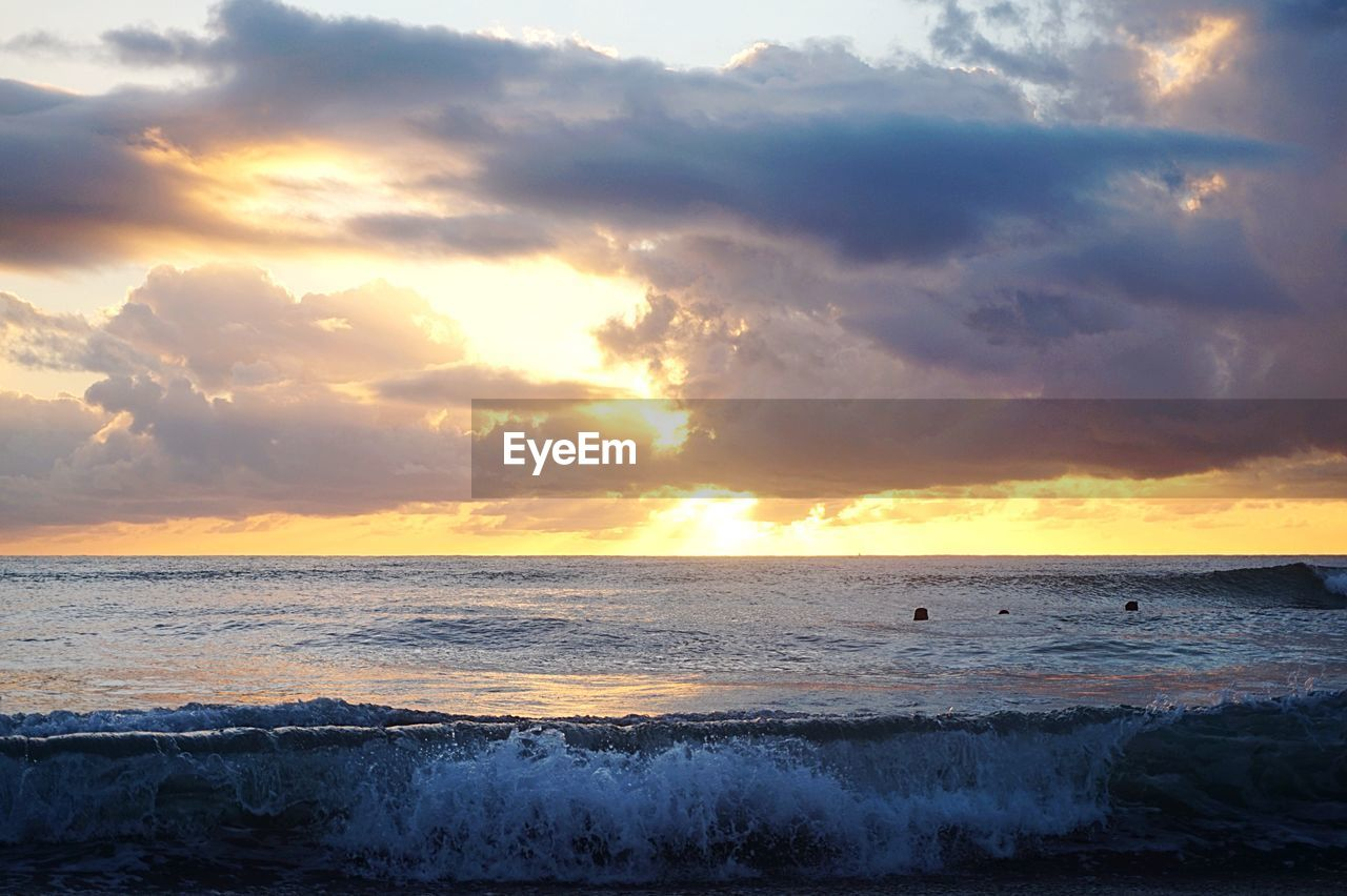sea, sunset, water, beauty in nature, nature, scenics, sky, wave, horizon over water, tranquility, beach, cloud - sky, no people, outdoors, sunlight, day