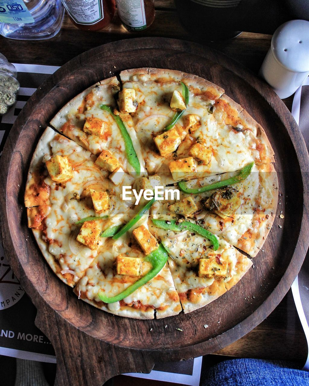 food and drink, food, table, indoors, healthy eating, kitchen utensil, freshness, household equipment, no people, ready-to-eat, still life, cooking pan, seafood, cooked, vegetable, pizza, high angle view, pan, bowl, eating utensil, frying pan