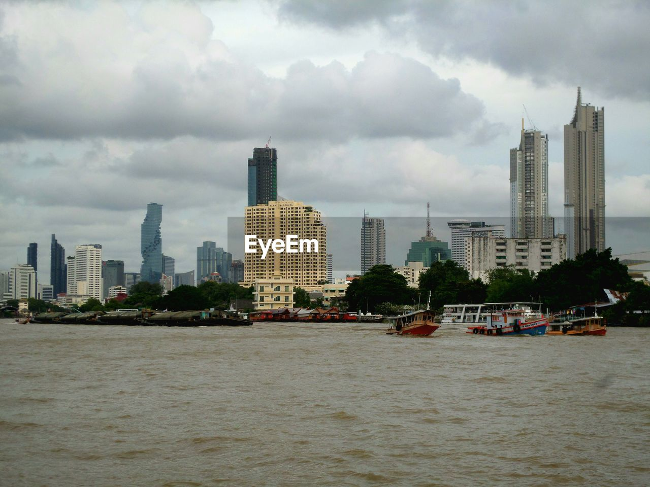 VIEW OF CITY BUILDINGS AGAINST SKY