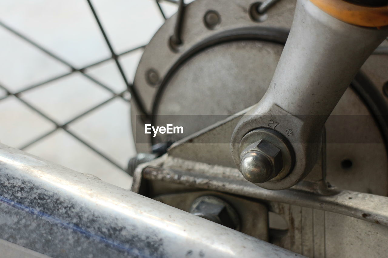 metal, close-up, no people, land vehicle, transportation, mode of transportation, day, indoors, wheel, focus on foreground, security, vehicle part, selective focus, bicycle, rusty, old, detail, pattern
