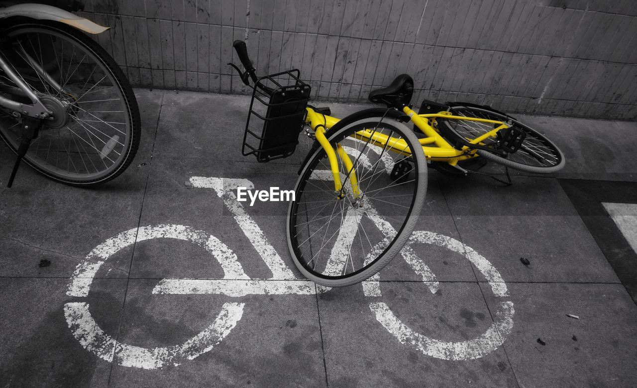 bicycle, transportation, land vehicle, mode of transport, parking, stationary, day, no people, outdoors, bicycle rack