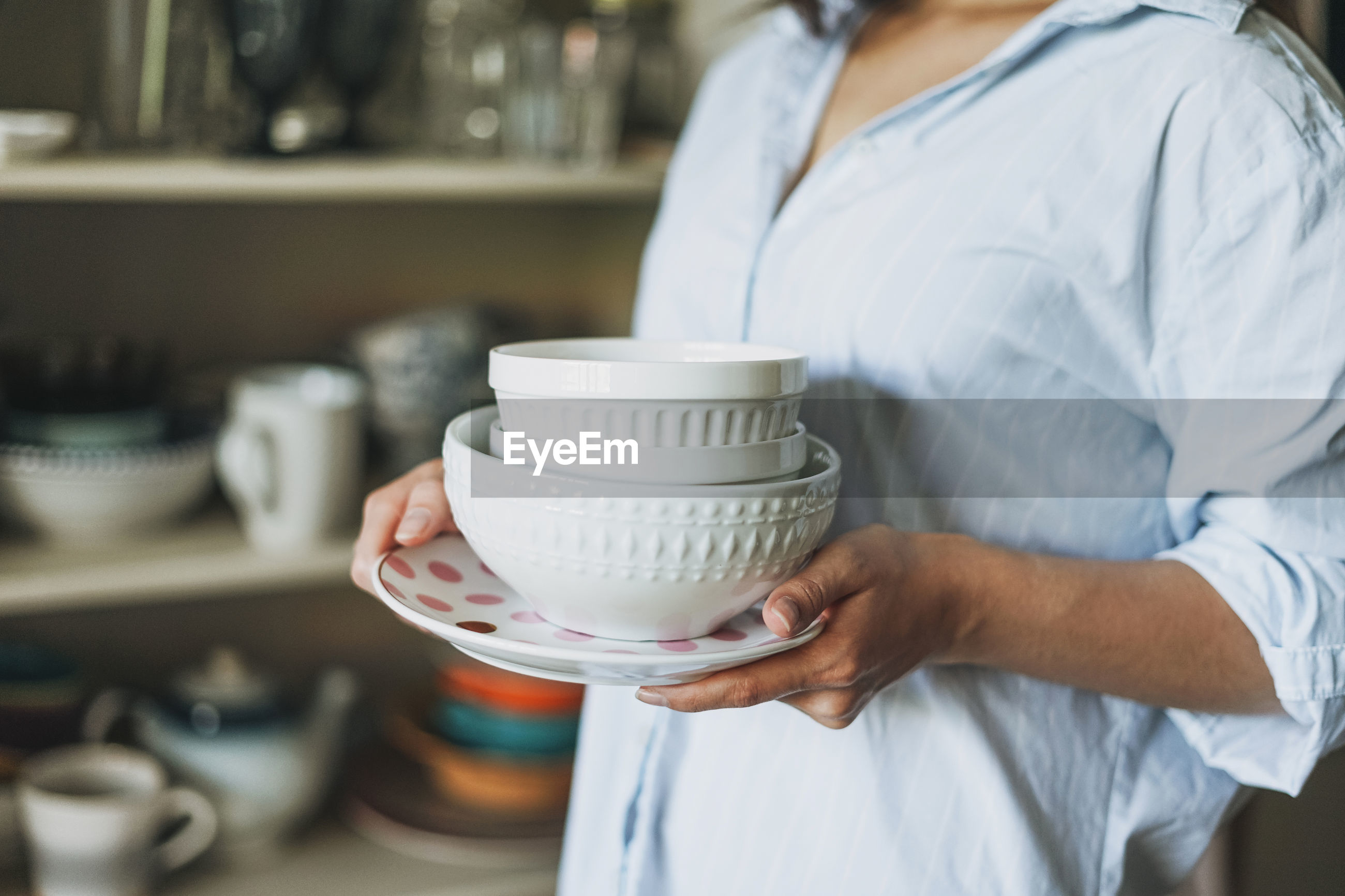MIDSECTION OF WOMAN WORKING WITH FOOD