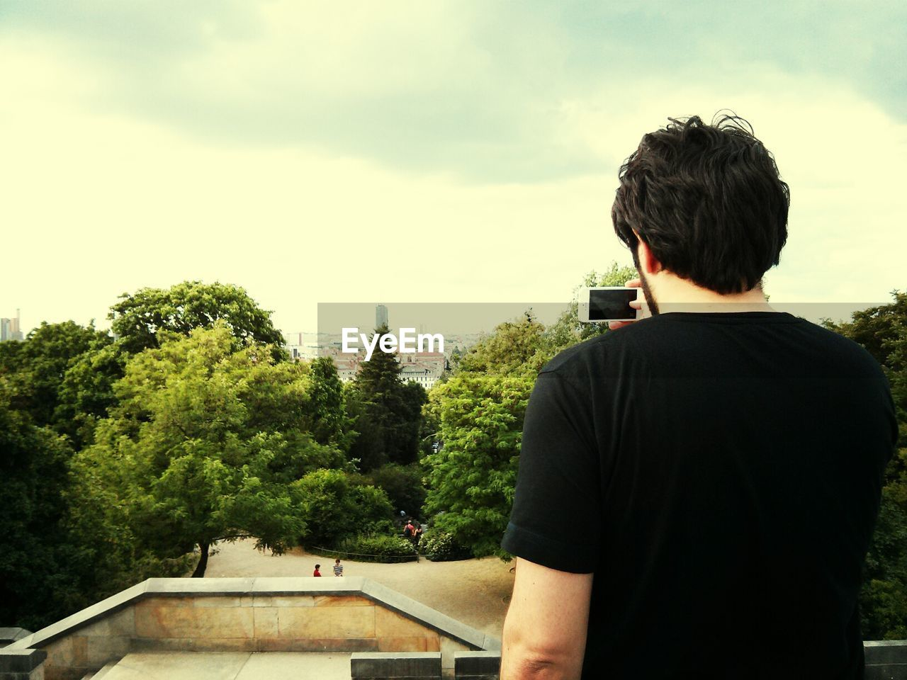 A young man makes photographs with a smartphone