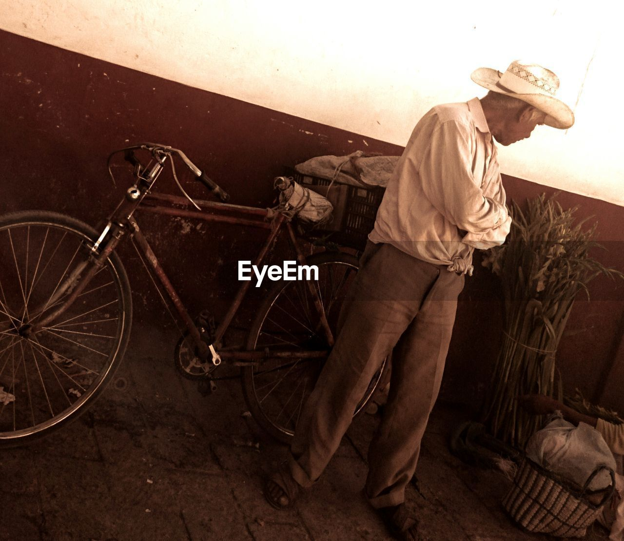 bicycle, mode of transport, transportation, land vehicle, standing, full length, one person, real people, men, stationary, occupation, working, outdoors, mechanic, night, people