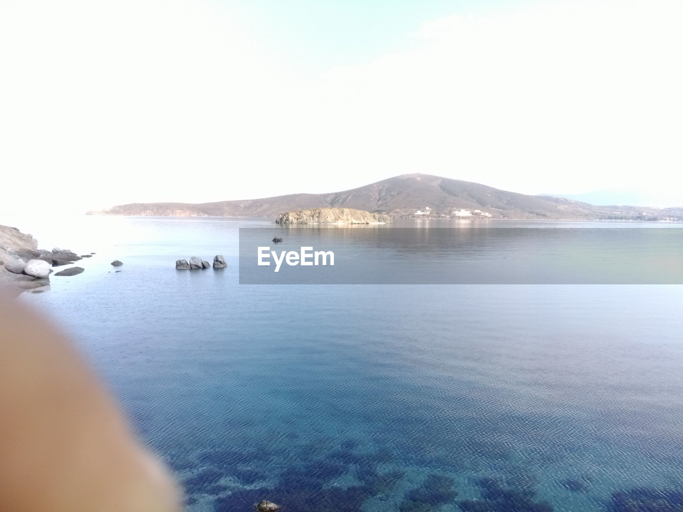 water, sea, tranquil scene, scenics, tranquility, waterfront, mountain, beauty in nature, clear sky, nature, rippled, idyllic, copy space, sky, outdoors, coastline, beach, horizon over water, day, remote