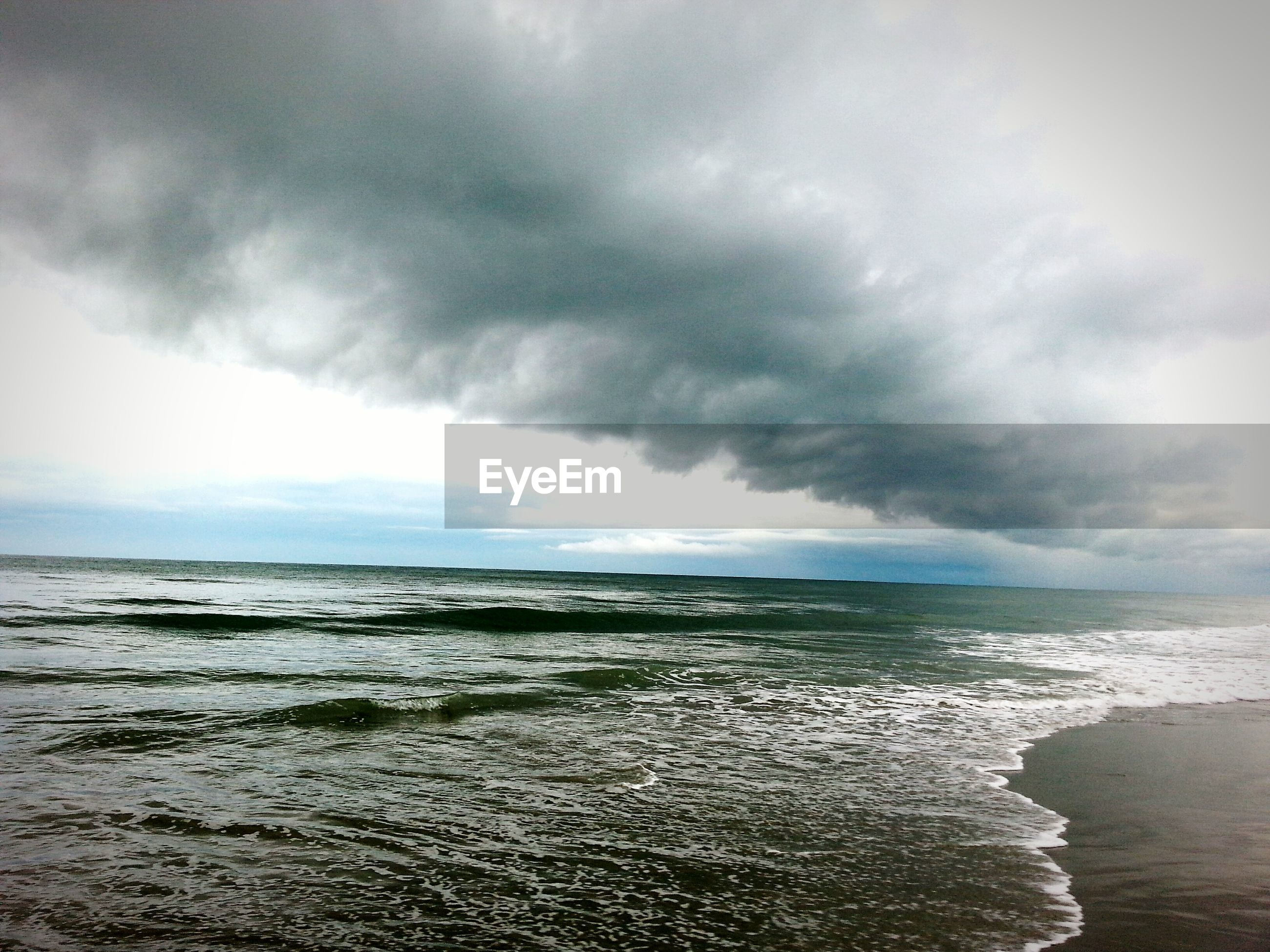 sea, water, sky, horizon over water, beach, cloud - sky, cloudy, scenics, tranquil scene, tranquility, beauty in nature, shore, nature, overcast, weather, wave, cloud, idyllic, storm cloud, coastline