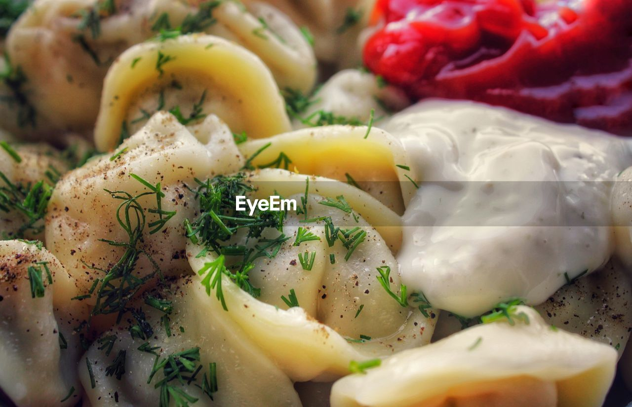 food, food and drink, freshness, healthy eating, vegetable, ready-to-eat, wellbeing, close-up, indoors, still life, no people, selective focus, serving size, italian food, salad, pepper, onion, pasta, potato, slice, herb, garnish, vegetarian food, chopped