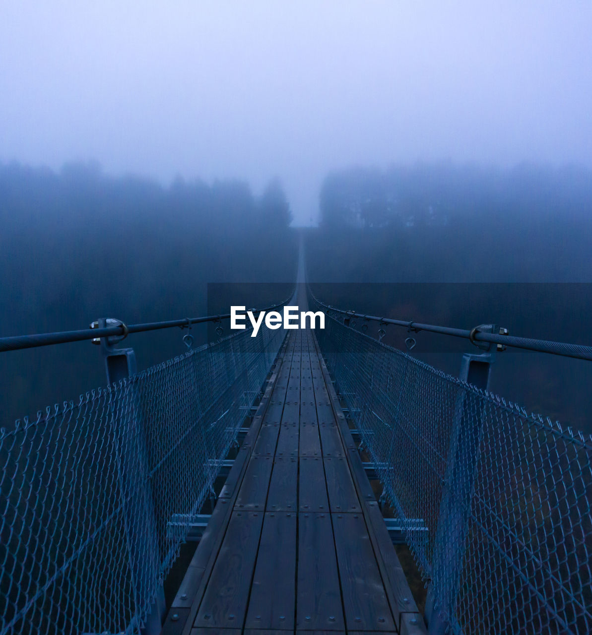 fog, the way forward, bridge, direction, bridge - man made structure, architecture, transportation, nature, connection, built structure, diminishing perspective, railing, no people, outdoors, sky, tranquil scene, footbridge, day, tranquility