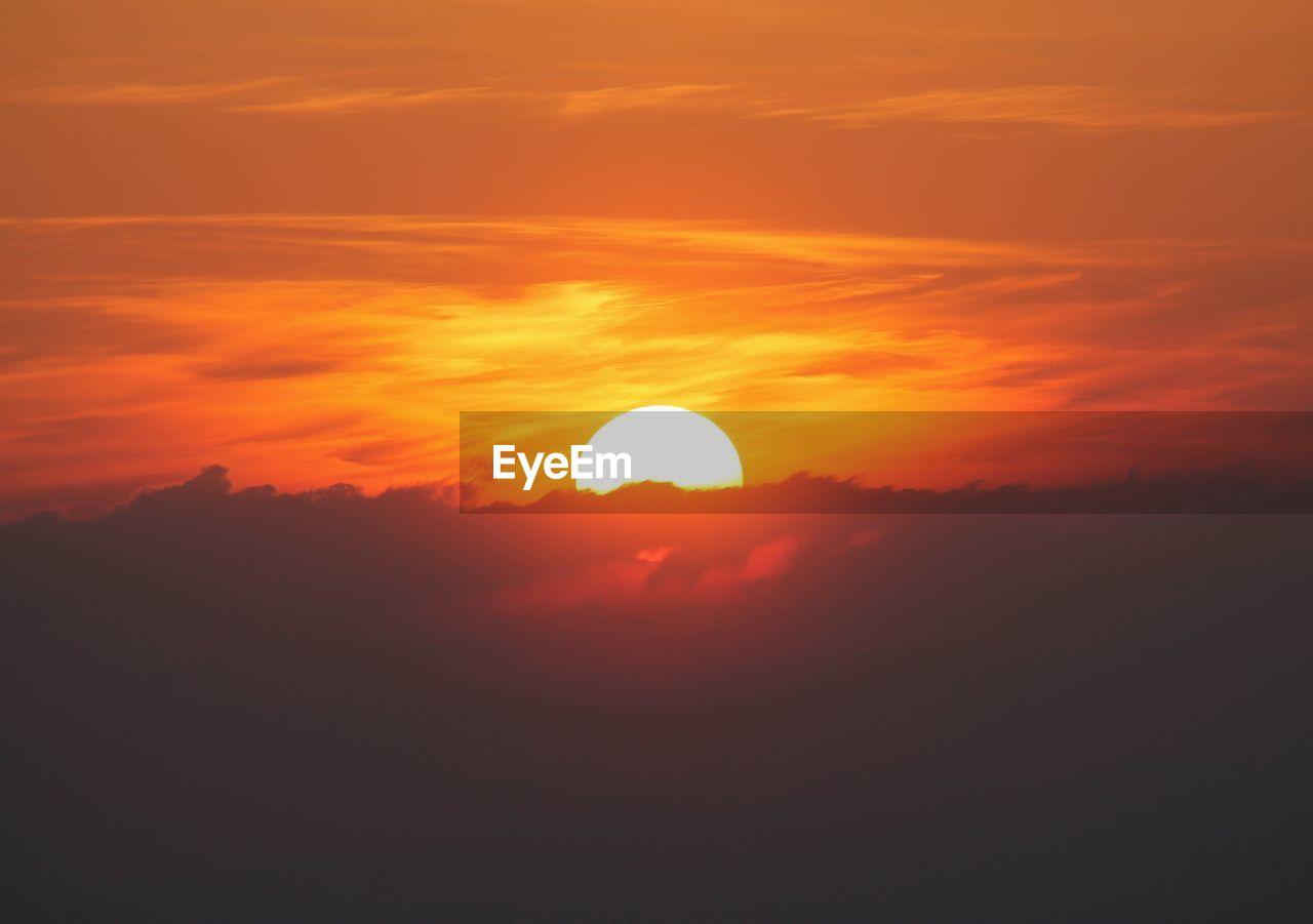 sunset, sky, scenics - nature, beauty in nature, orange color, cloud - sky, tranquil scene, sun, tranquility, idyllic, silhouette, nature, no people, non-urban scene, sunlight, eclipse, outdoors, majestic, circle, dramatic sky, romantic sky