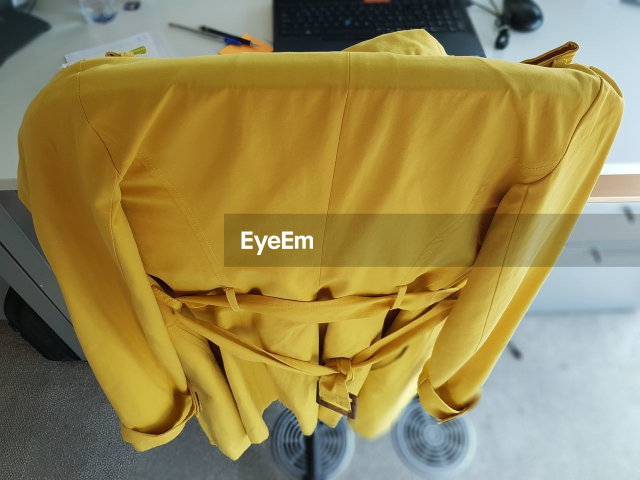 CLOSE-UP VIEW OF YELLOW