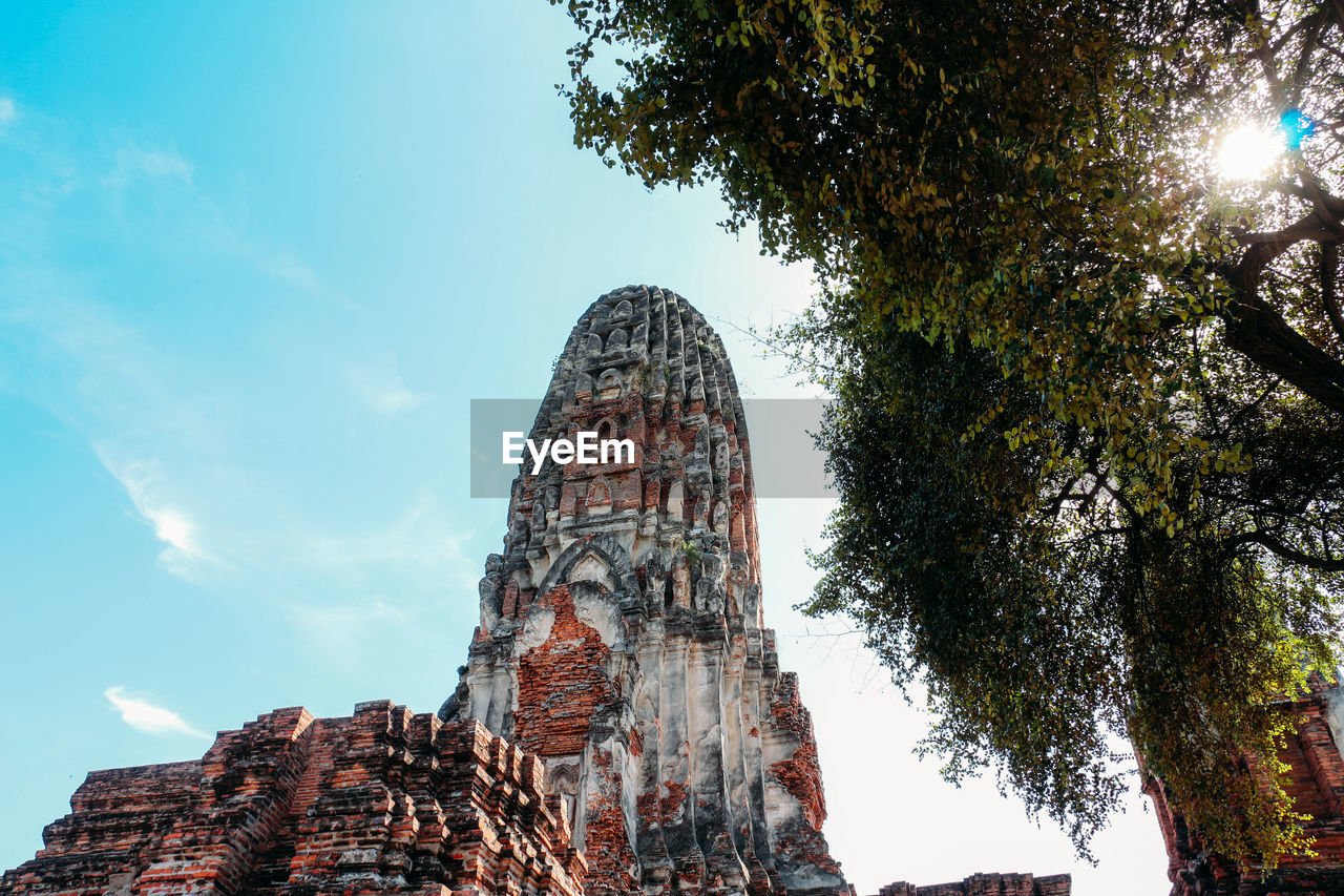 LOW ANGLE VIEW OF A TEMPLE AGAINST SKY