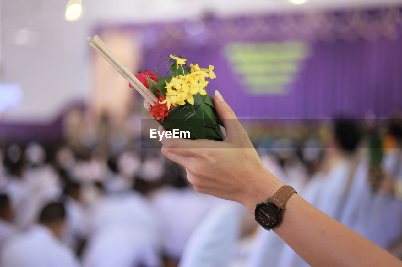 flower, flowering plant, human hand, hand, holding, freshness, real people, focus on foreground, one person, human body part, plant, fragility, women, vulnerability, adult, time, lifestyles, close-up, nature, wristwatch, bouquet, flower arrangement, flower head