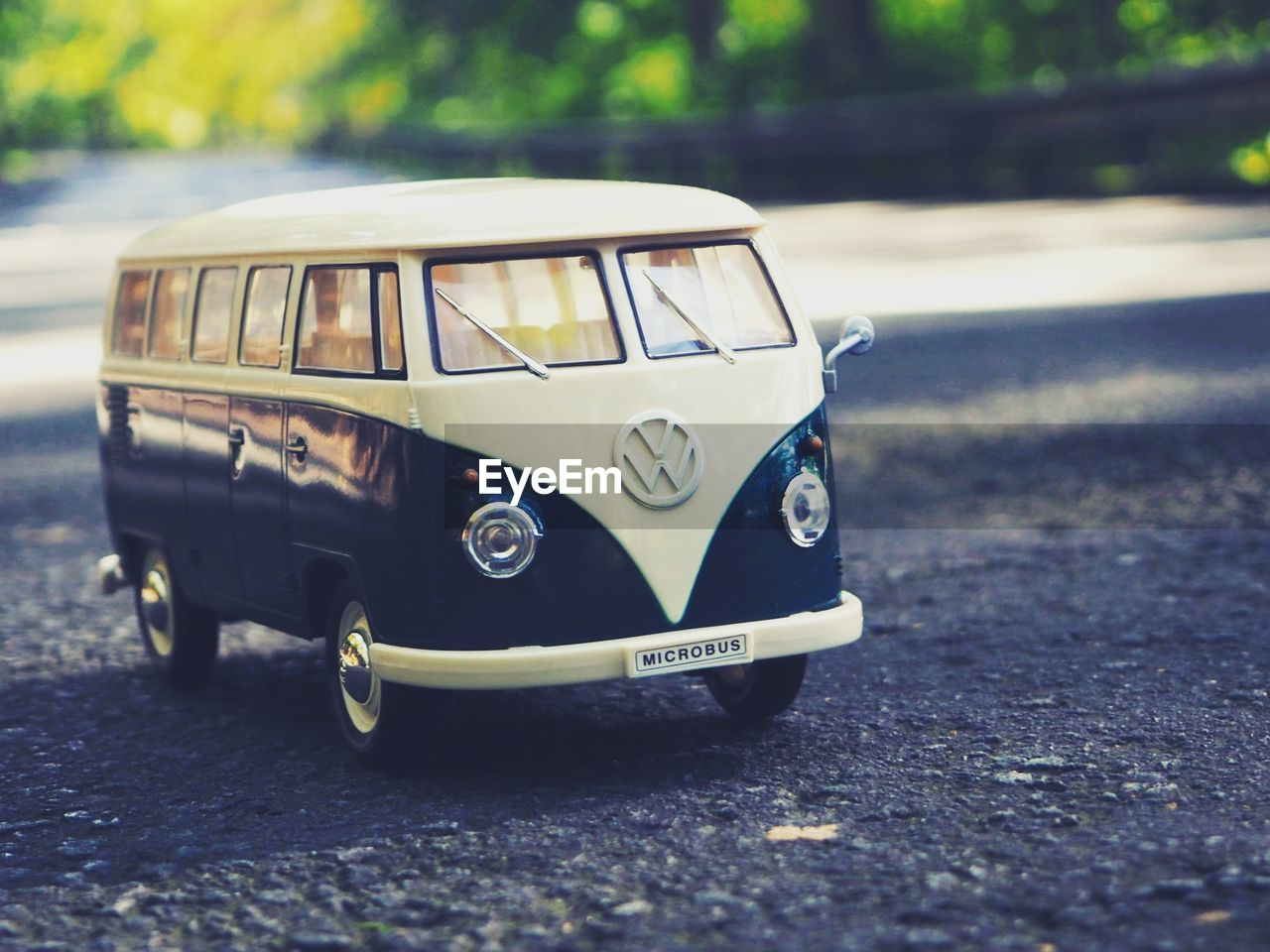 mode of transportation, transportation, land vehicle, car, motor vehicle, road, day, toy, no people, selective focus, street, toy car, city, retro styled, focus on foreground, stationary, outdoors, close-up, vintage car, small, luxury