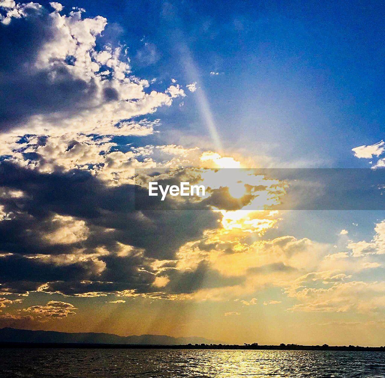 sky, cloud - sky, beauty in nature, sea, water, tranquility, sunlight, scenics - nature, tranquil scene, sunbeam, nature, horizon, sunset, sun, no people, idyllic, horizon over water, waterfront, lens flare, outdoors, bright