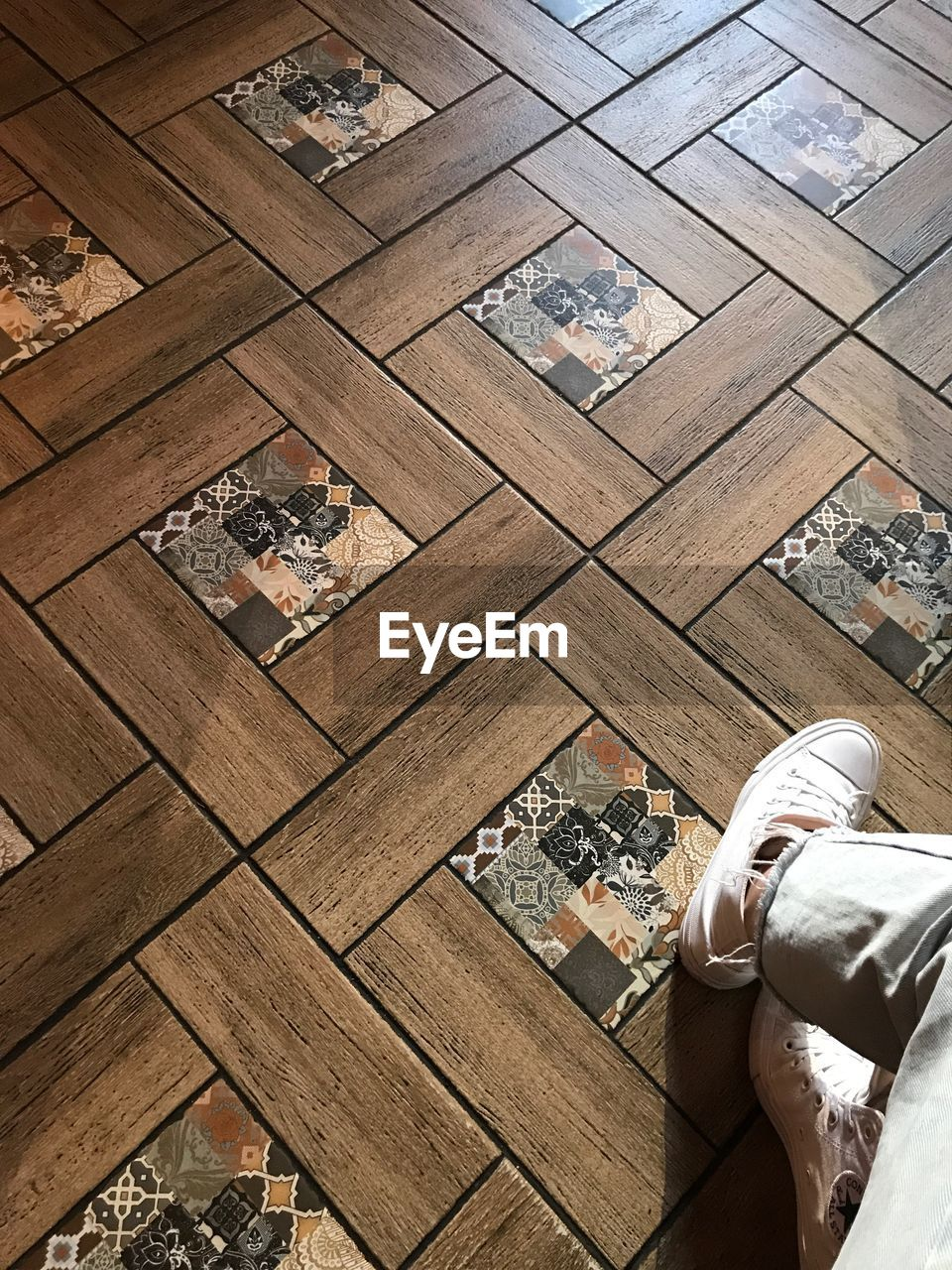 high angle view, real people, flooring, indoors, lifestyles, architecture, wood - material, day, pattern, people, shoe, built structure, tile, low section, leisure activity, nature, tiled floor