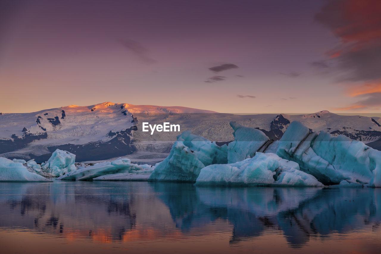 Scenic view of icebergs and mountains on jokulsarlon glacial lagoon