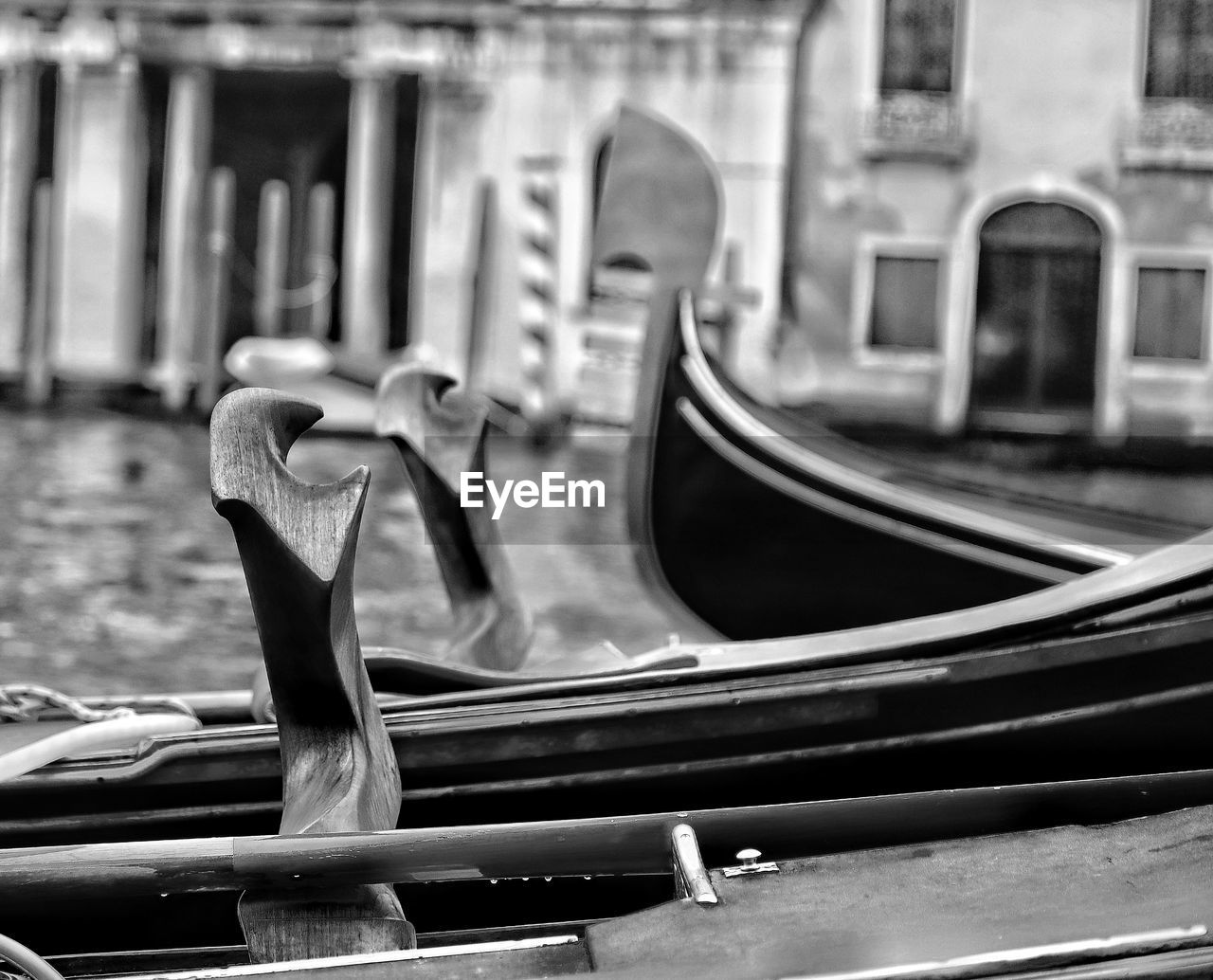built structure, focus on foreground, mode of transportation, gondola - traditional boat, architecture, no people, transportation, nautical vessel, day, moored, building exterior, selective focus, canal, absence, outdoors, close-up, travel destinations, reflection, metal