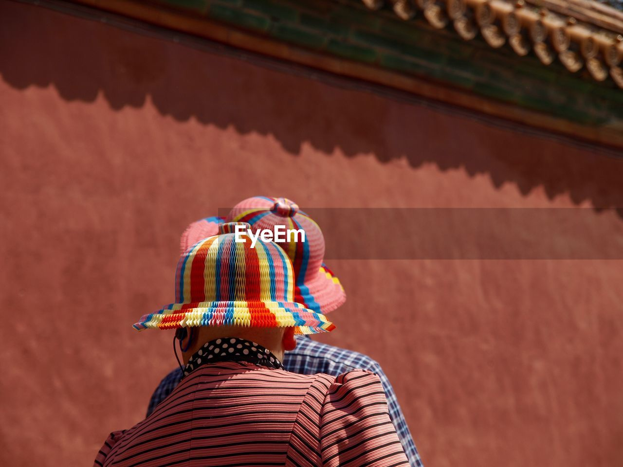 real people, rear view, hat, built structure, lifestyles, clothing, day, architecture, people, outdoors, nature, leisure activity, adult, casual clothing, focus on foreground, building exterior, striped, headshot, women