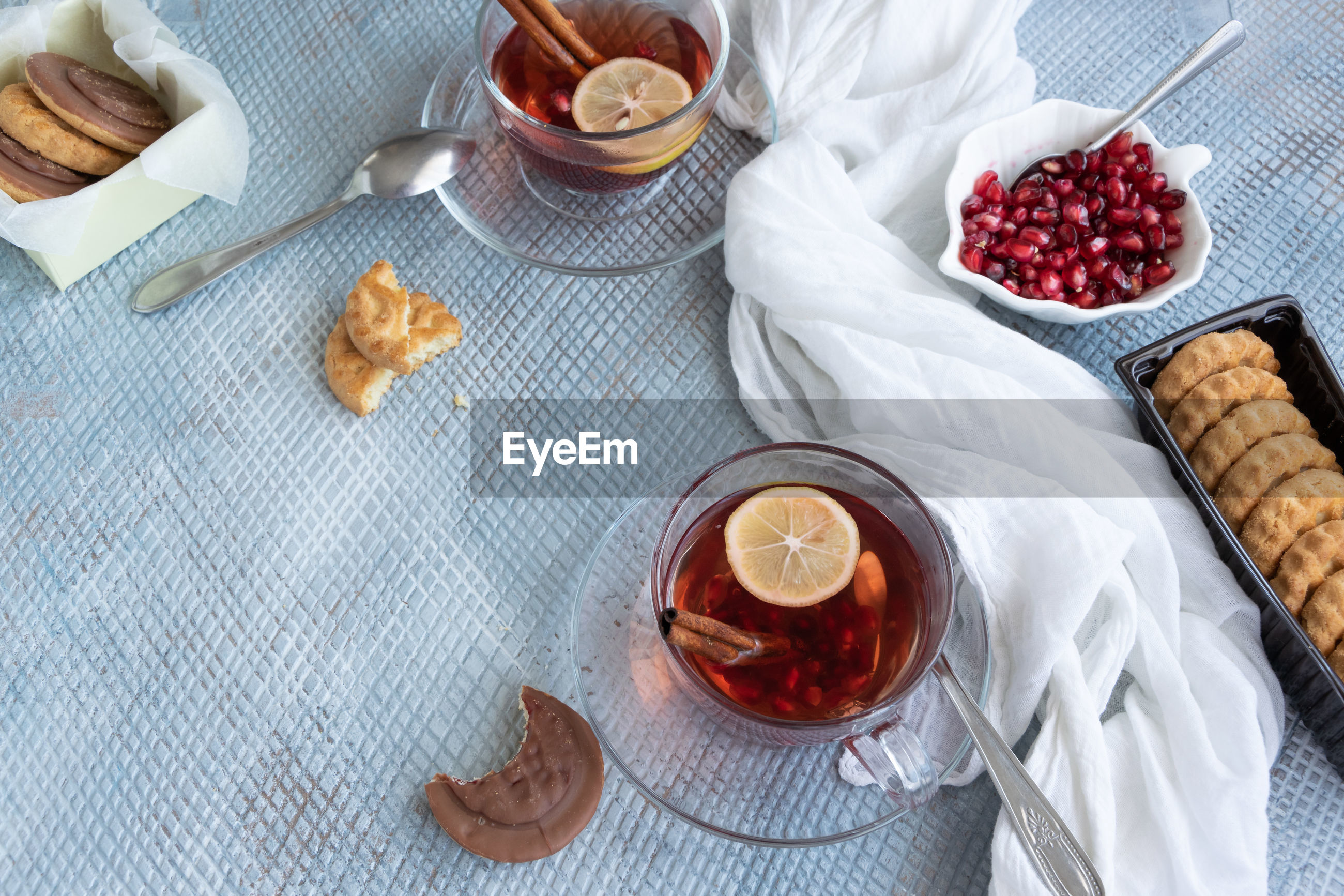 HIGH ANGLE VIEW OF BREAKFAST IN GLASS ON TABLE