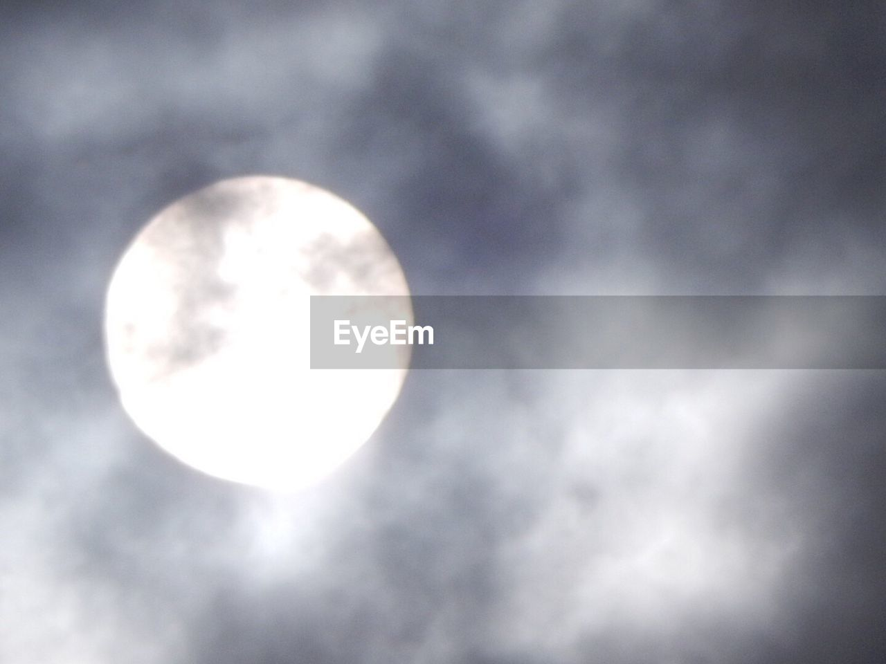 moon, circle, sky, low angle view, astronomy, beauty in nature, no people, nature, cloud - sky, moonlight, night, sky only, outdoors, space, scenics, illuminated, solar eclipse, close-up